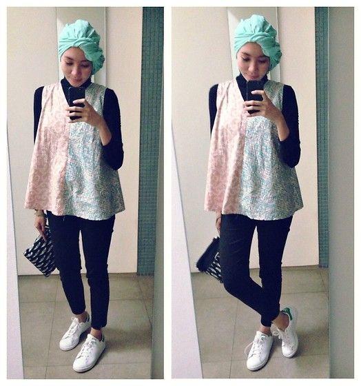 ootd - hijab outfit - batik - sporty lookbook.nu/syaifiena Syaifiena W - H&M Pants, Adidas Sneakers - Batik Blouse
