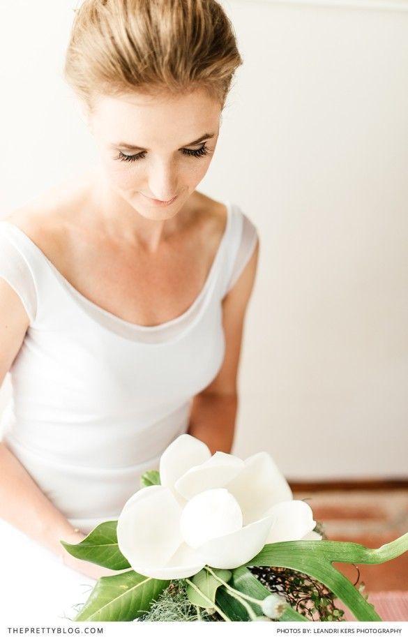 Magnolia bouquet idea! Simply amazing! Photography: Leandri Kers