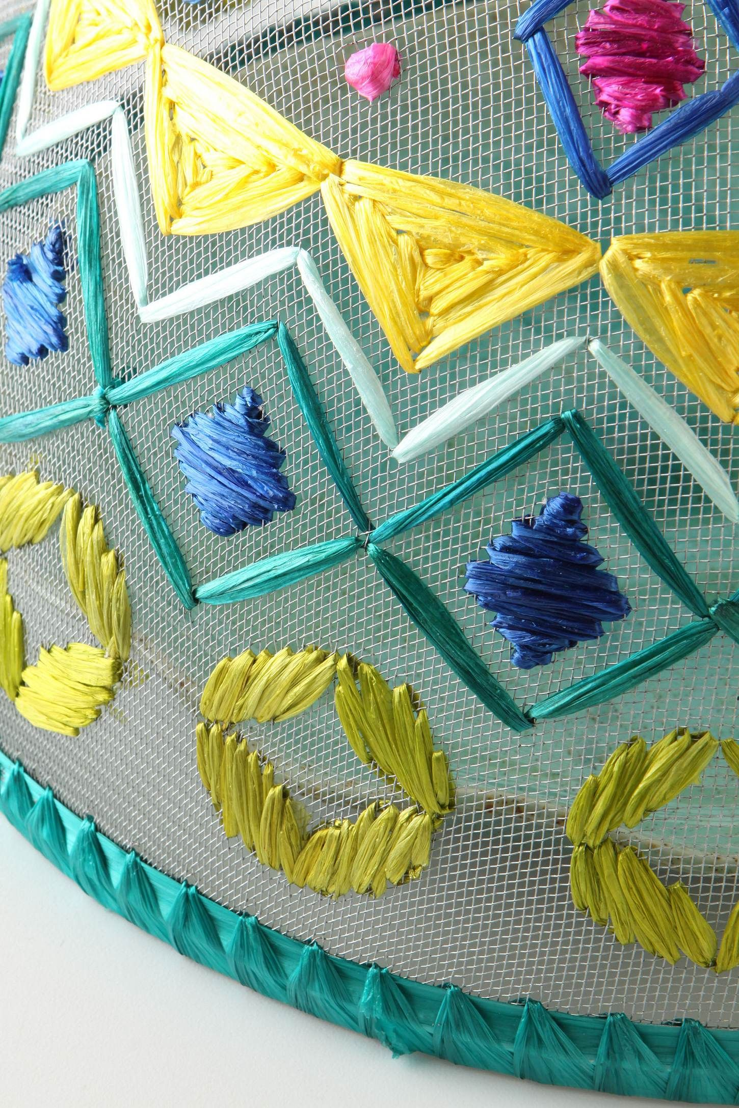 Viveza Food Cover: Made from wire mesh - a soft pattern of chicken ...