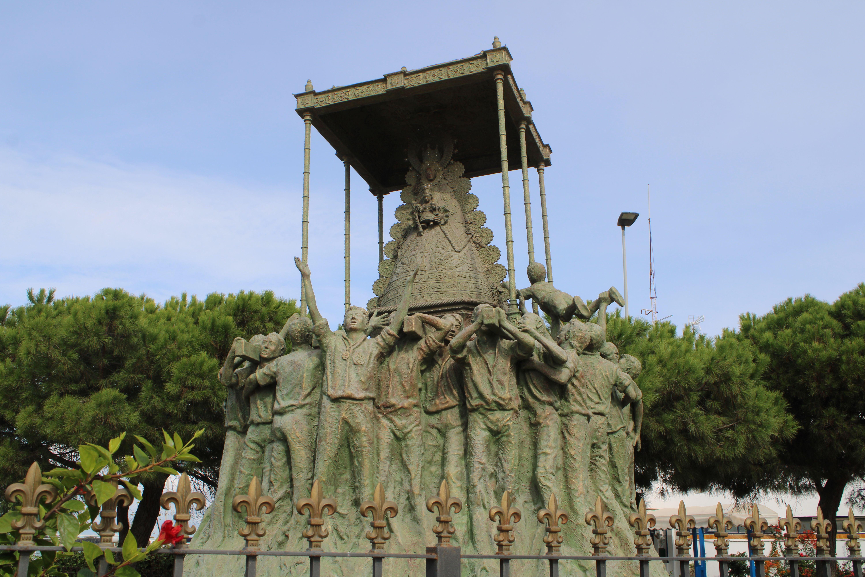 monumento a las hermandades del Rocío en Sanlúcar de Barrameda