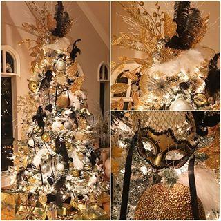 Masquerade Christmas Tree Cerca Con Google Christmas Masquerade Party Xmas Decorations Christmas Party Decorations