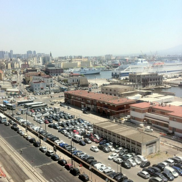 """harbour """"is a shopping blitzkrieg"""" (Lonely Planet)"""