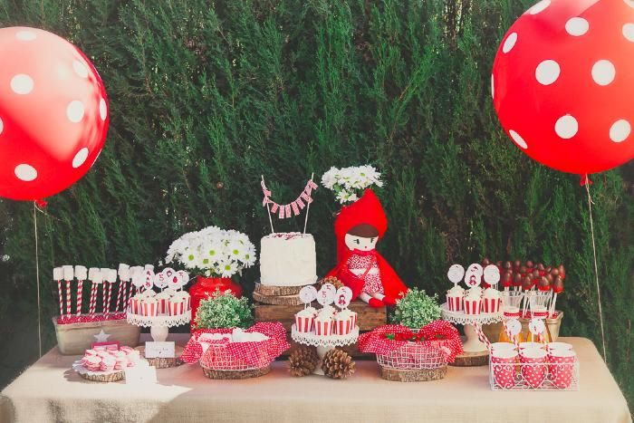 mesa de dulces de fiesta infantil de caperucita roja candy table little red riding hood