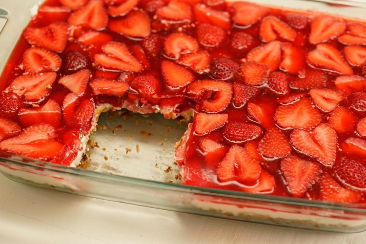 Easy Make-Ahead Strawberry Pretzel Salad – Carey&CleanEatingS