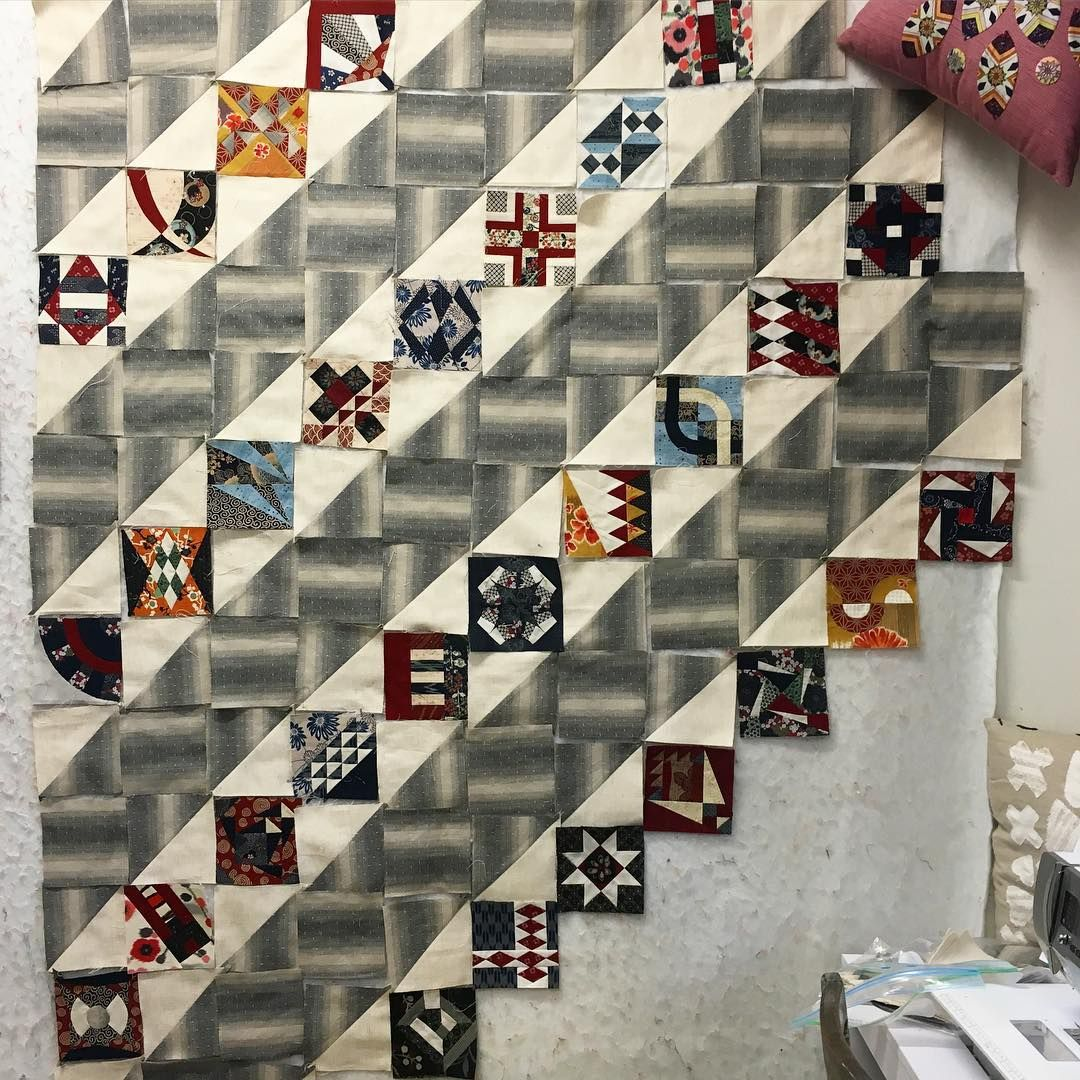 """""""Fiona's done something completely different for her version of the #chucknohara quilt. Love the basket weave affect, looks very modern Japanese doesn't…"""""""
