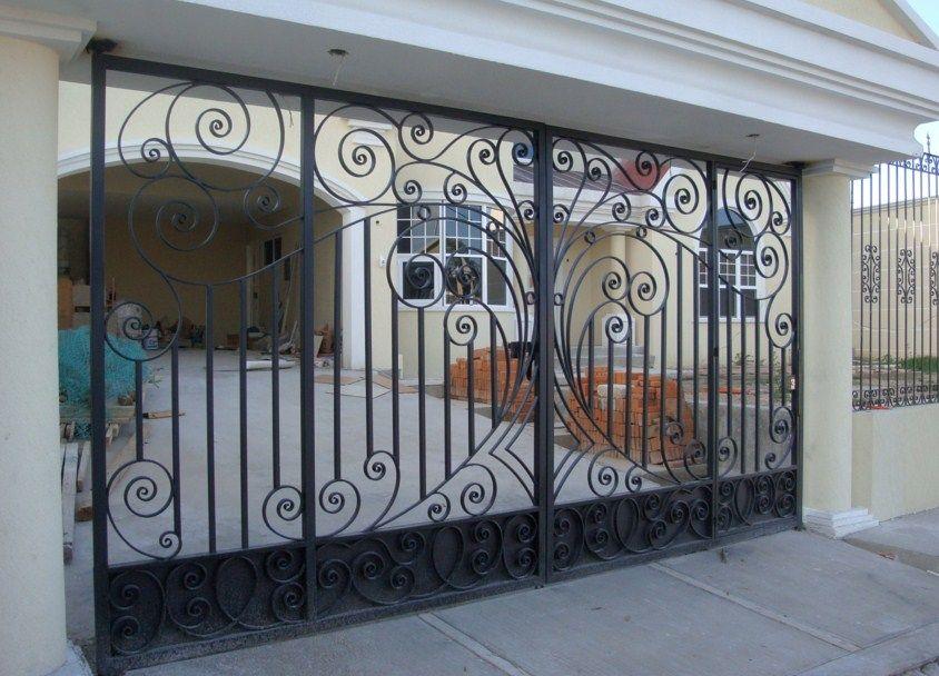 Fachadas de casas con rejas artesanales negras for Puertas de hierro para entrada de casa