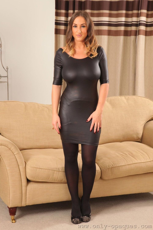 girl-big-boobs-tight-skirt-lee-porn-pic