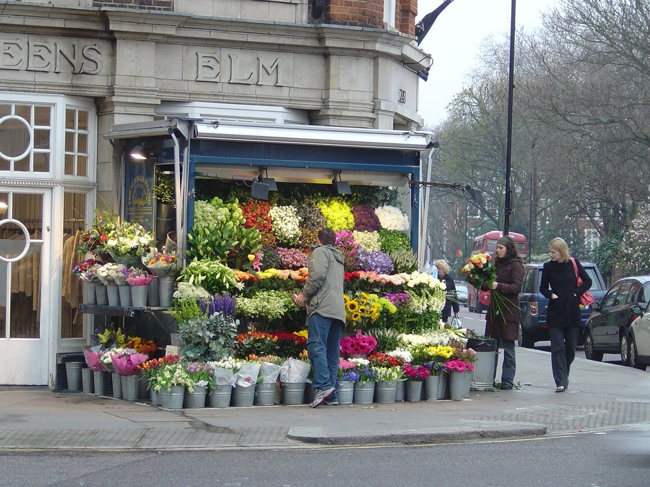 A Typical Stall In South Kensington London So Many Shops So Little Time Flower Shop Decor Flower Shop Design Planting Flowers