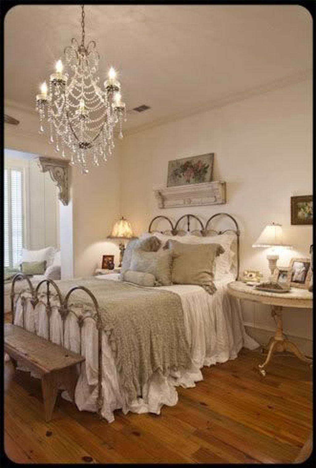 Classic and vintage farmhouse bedroom ideas 60