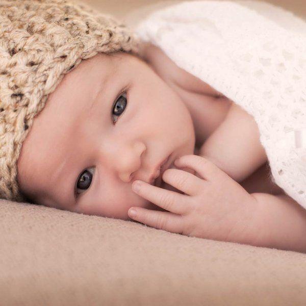 Tener un bebé es una experiencia maravillosa, pero es lógico que a la hora de cuidarle surjan dudas. Aquí tienes las 24 más comunes, con sus respuestas.