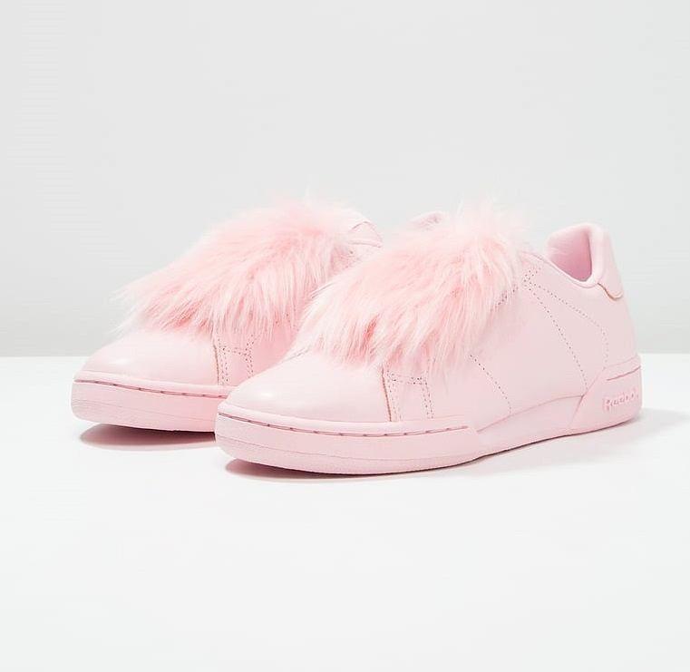 Najmodniejsze Buty Sezonu Sneakersy W Kolorze Baby Pink Shoes Fashion Slide Slipper