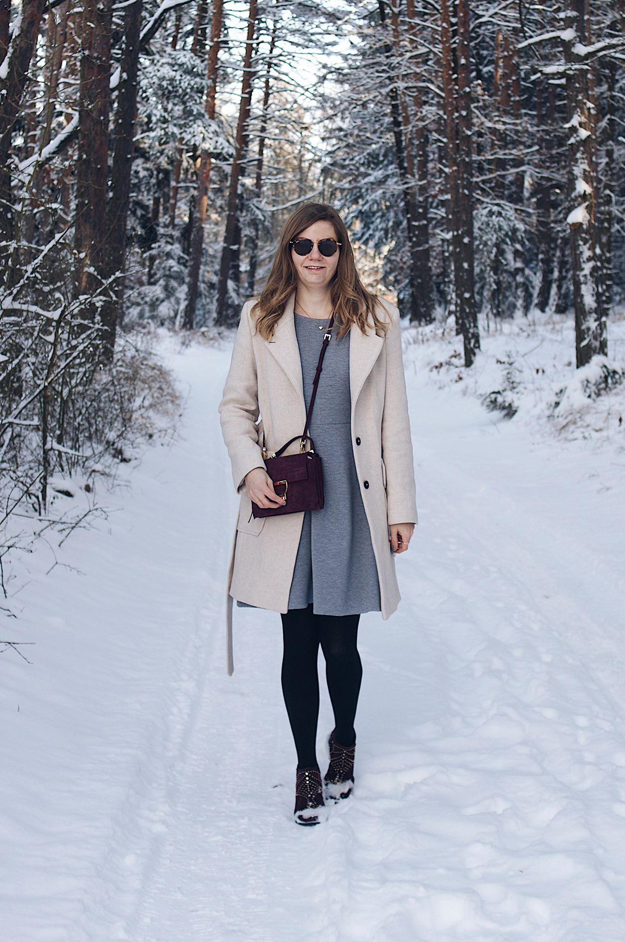 Winter Schnee Outfit Mit Kleid Mantel Und Boots Kleid Winter Outfit Mantel