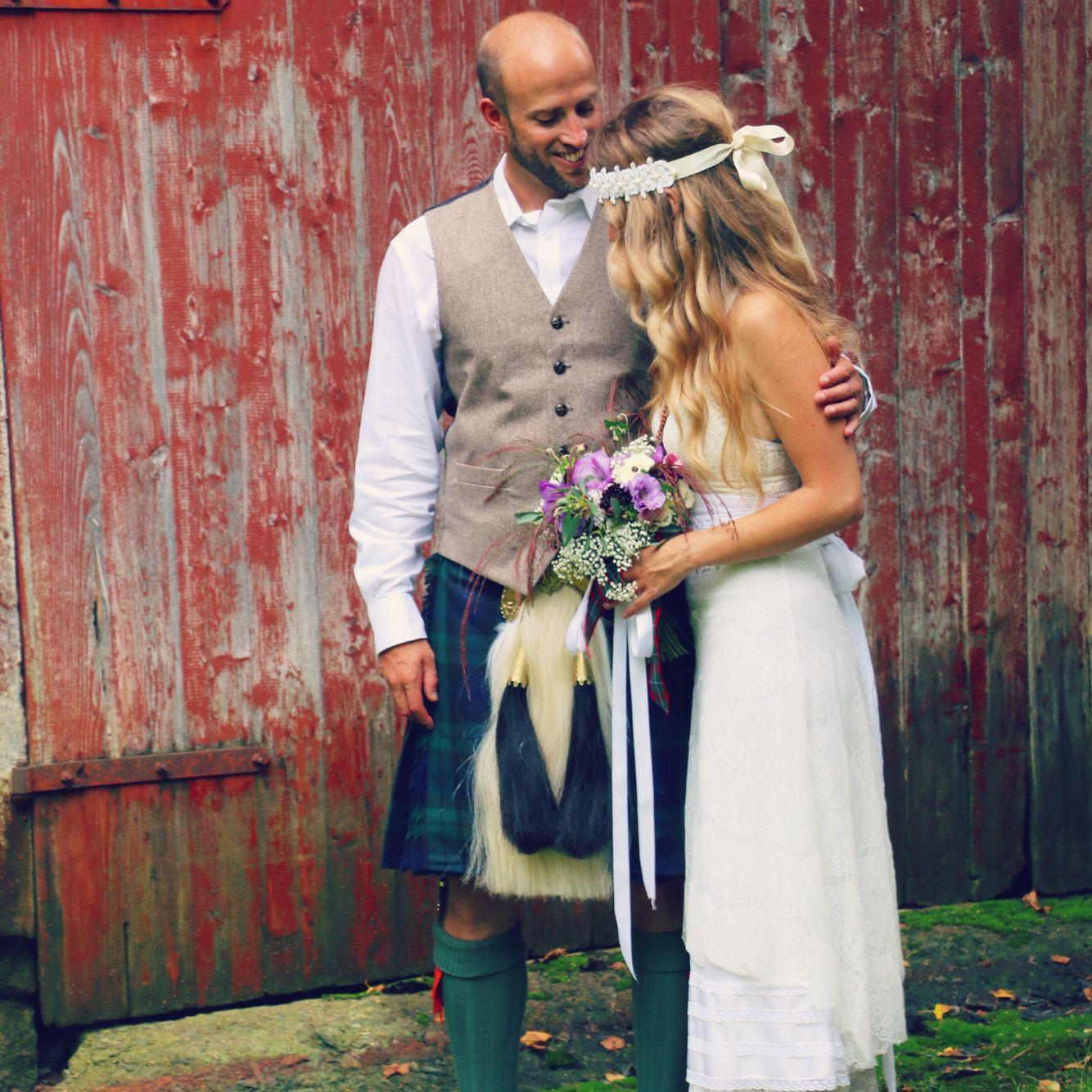 Groom In Kilt, Vintage Wedding Dress, Barn Wedding