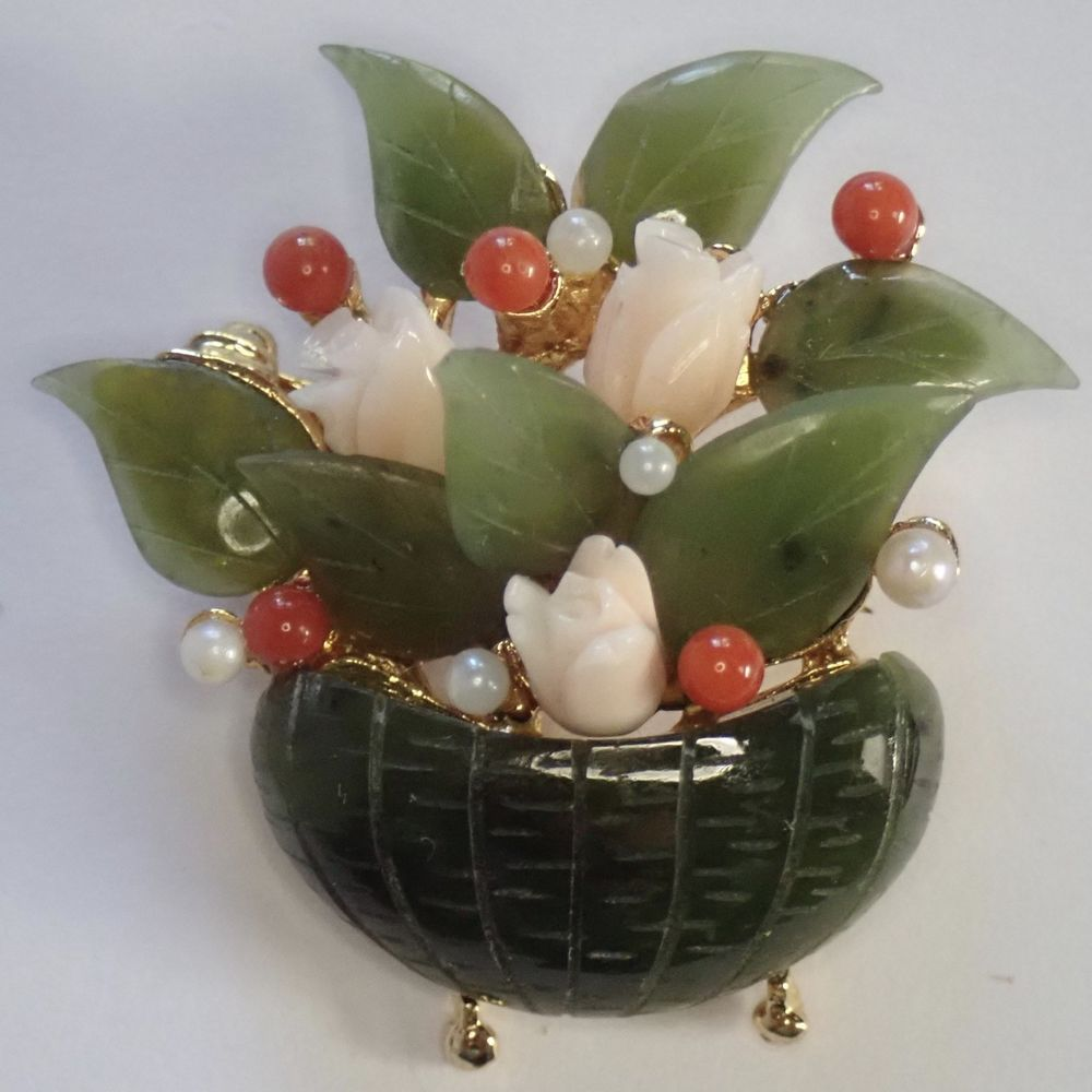 Swoboda Signed Pearl /& Jade Carved Flower Gold Plate Brooch Pin