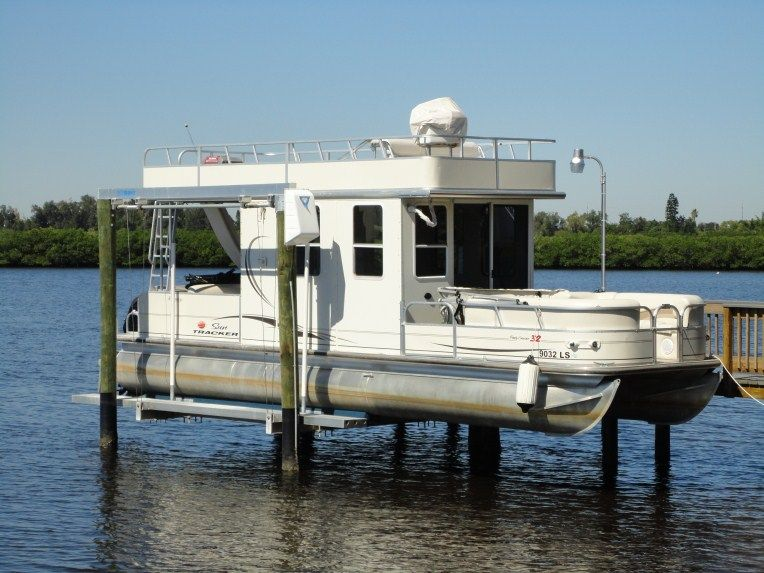Custom pontoon boats pontoon boat lift outdoor dreams for Boat lift motors for sale