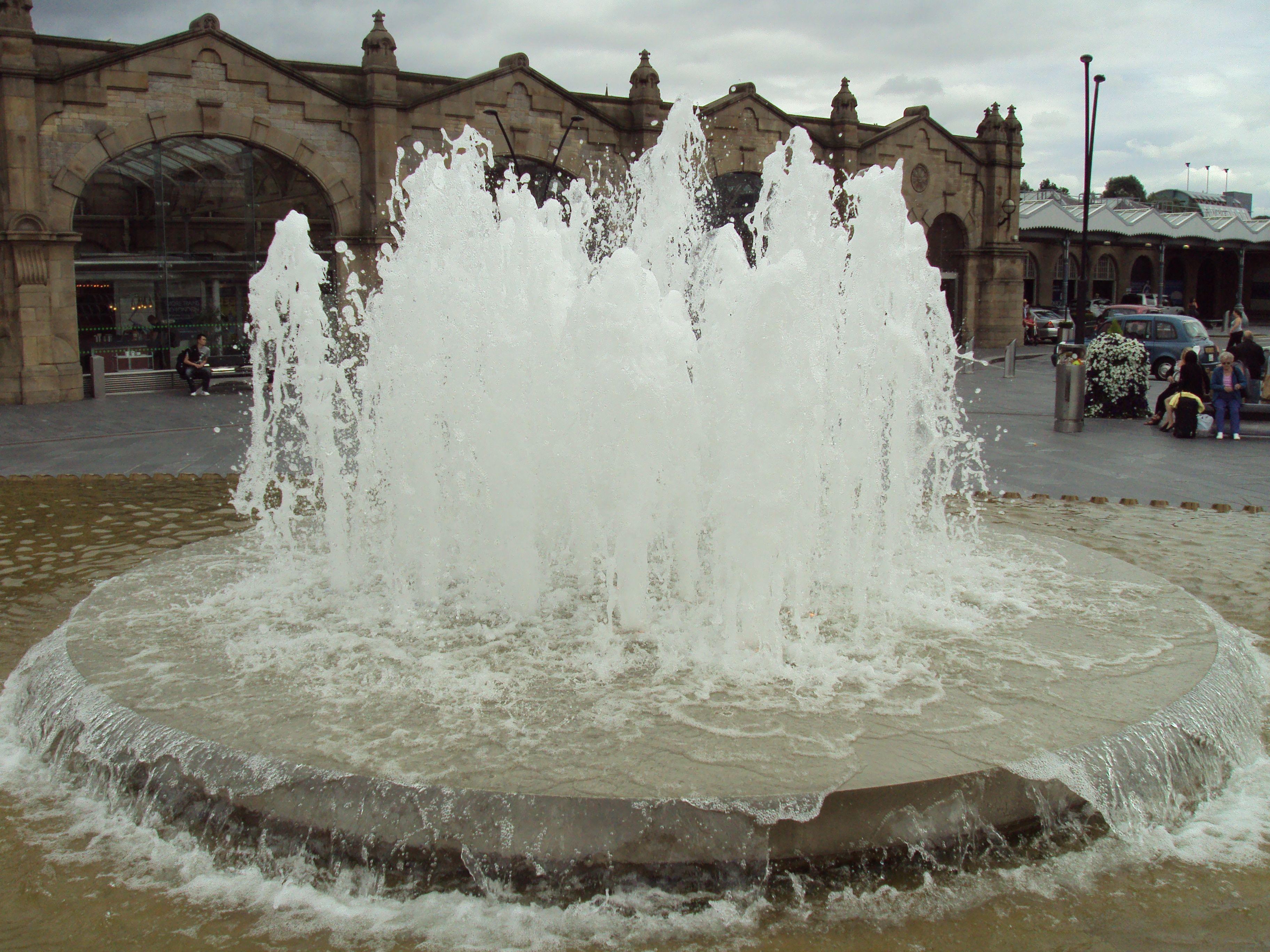File:Water fountain outside Sheffield railway station - DSC07417 ...