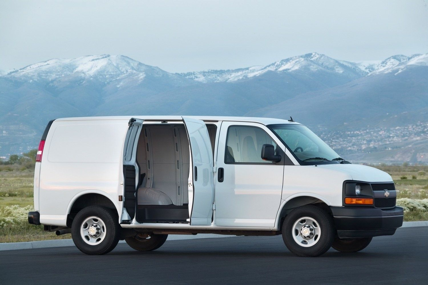 2019 Chevrolet Full Size Van Interior Exterior And Review Car Review 2019 Chevy Express Chevrolet Van Cargo Van