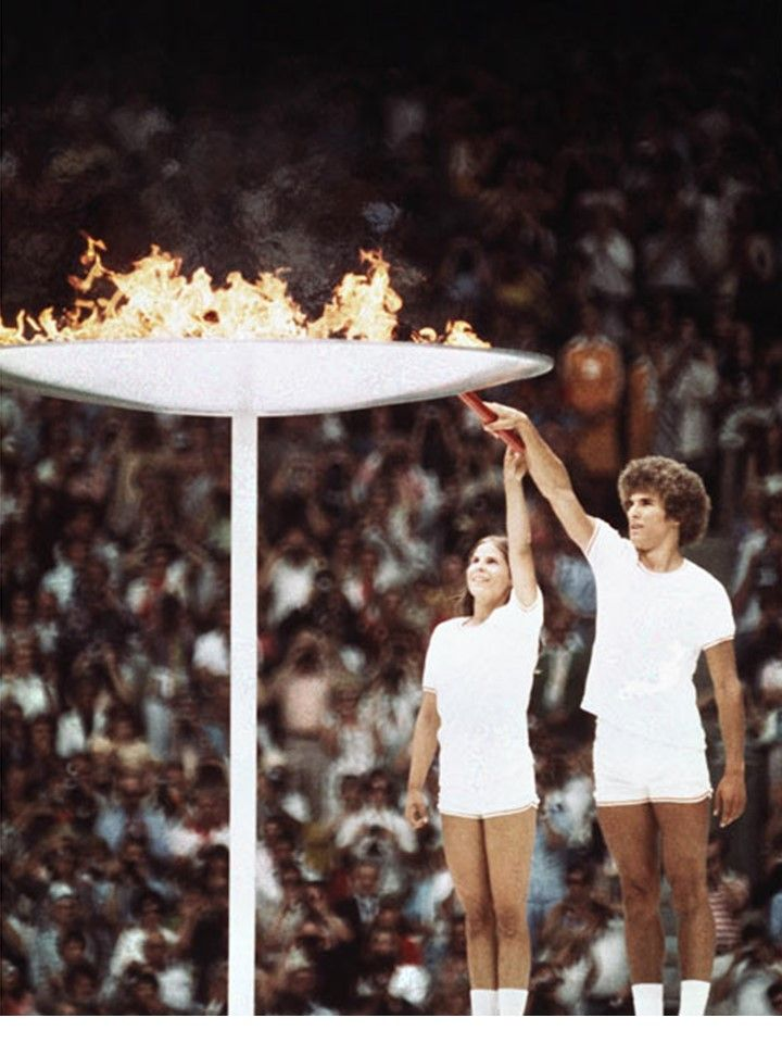 Lighting the cauldron at the 1976 Montreal Olympic Games The torch ...