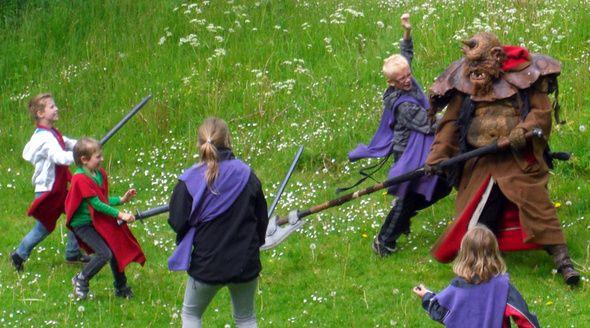 Hyltebjerg Kirke og Samvirkende Menighedsplejer arrangerede rollespil som optakt til sommeren med Folkekirkens Feriehjælp i Marienlyst