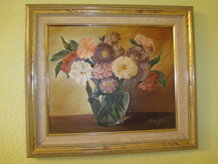 Florero pintado al óleo sobre lienzo. Desde bien pequeñito empecé a mostar mi habilidad para el dibujo y la pintura. Este fue mí 3º cuadro, lo pinté cuando solo tenía 11 años.