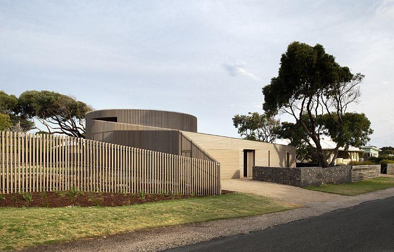 Etonnante maison bois contemporaine et sa tourelle majestueuse