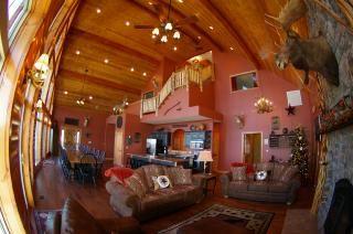 Vacationrentals Com 8 Bedroom House Sleeps 35 In Branson Missouri The Rusty Moose Lodge Lodge Vacation Rental Sites Popular Vacations