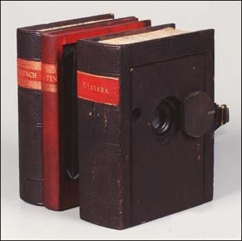 Antique Inconspicuous Photography Camera - Dark Roasted Blend