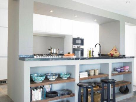 Prateleiras Em Baixo Da Bancada Sala E Cozinha Integradas