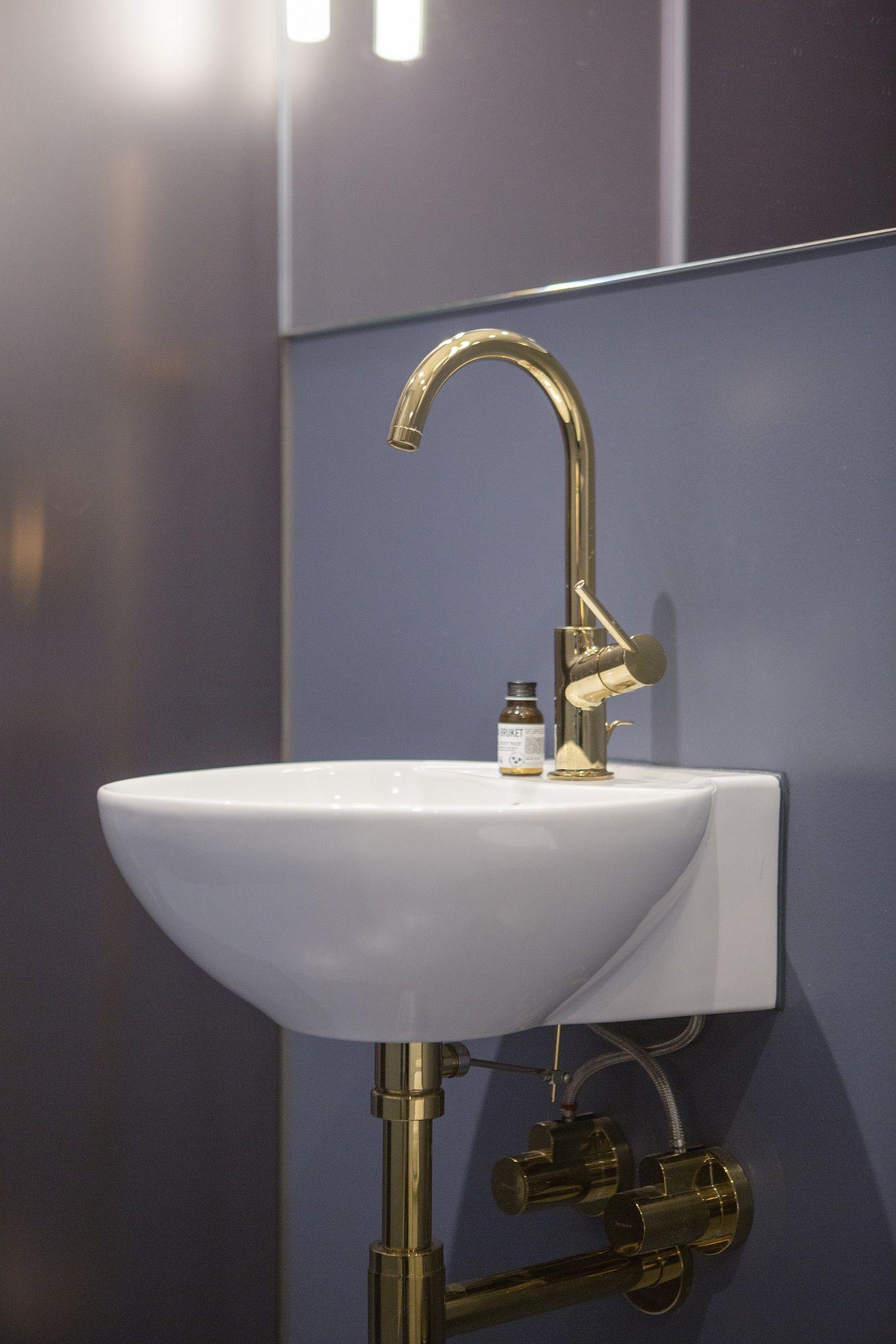 Wertvoller Marmor und luxuriöse Farben wie Gold und Schwarz treffen ...