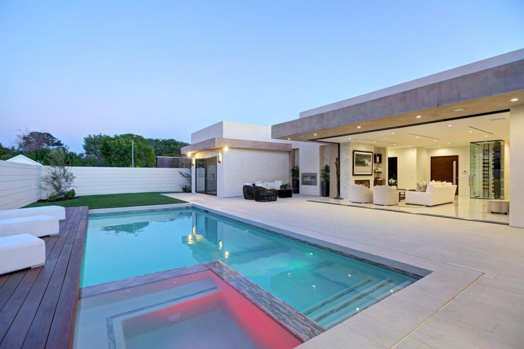 Spectacular 5 Bedrooms And 5 5 Baths Mid Century Home In