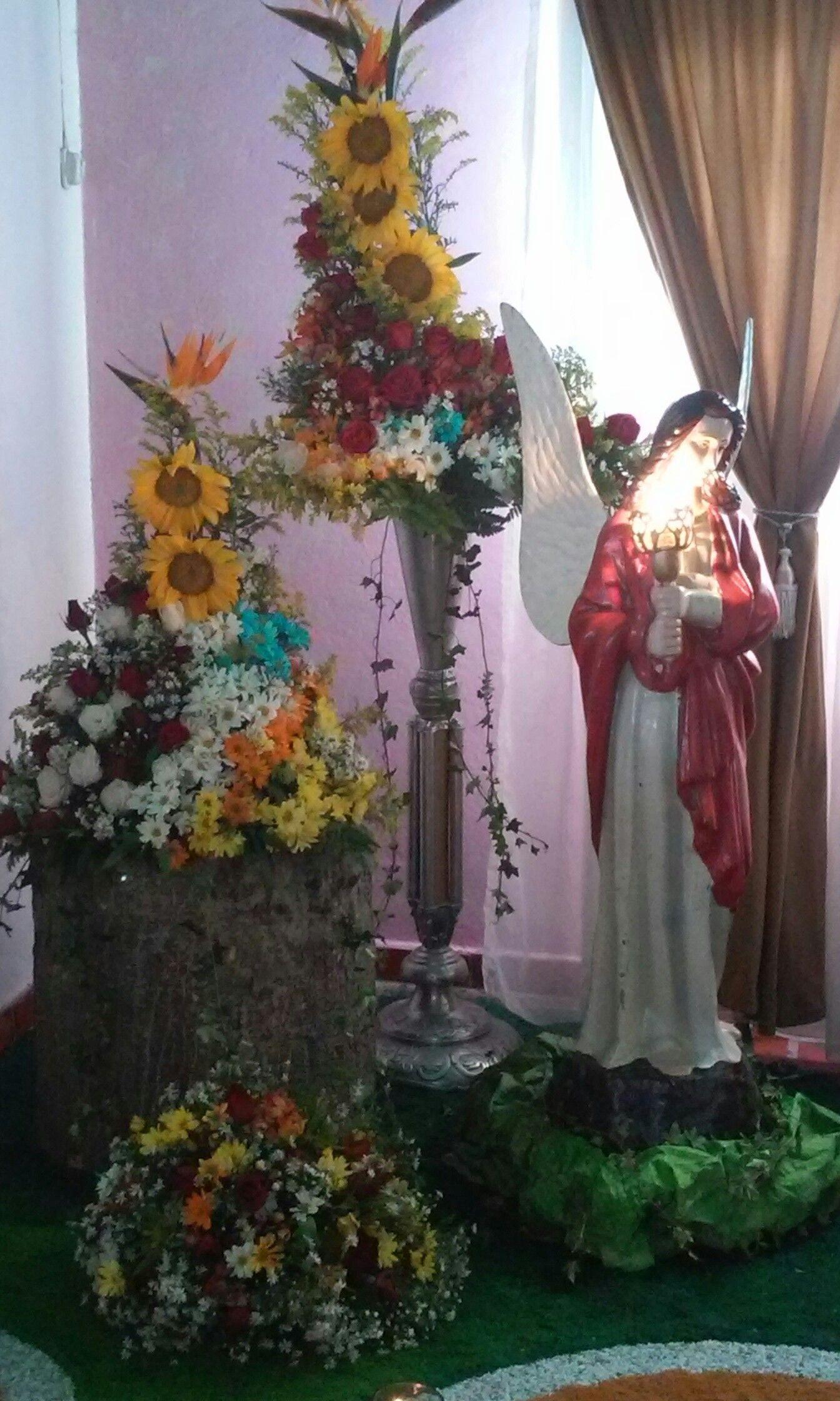 Altar y arreglos floral para difunto altares para - Adornos florales para casa ...