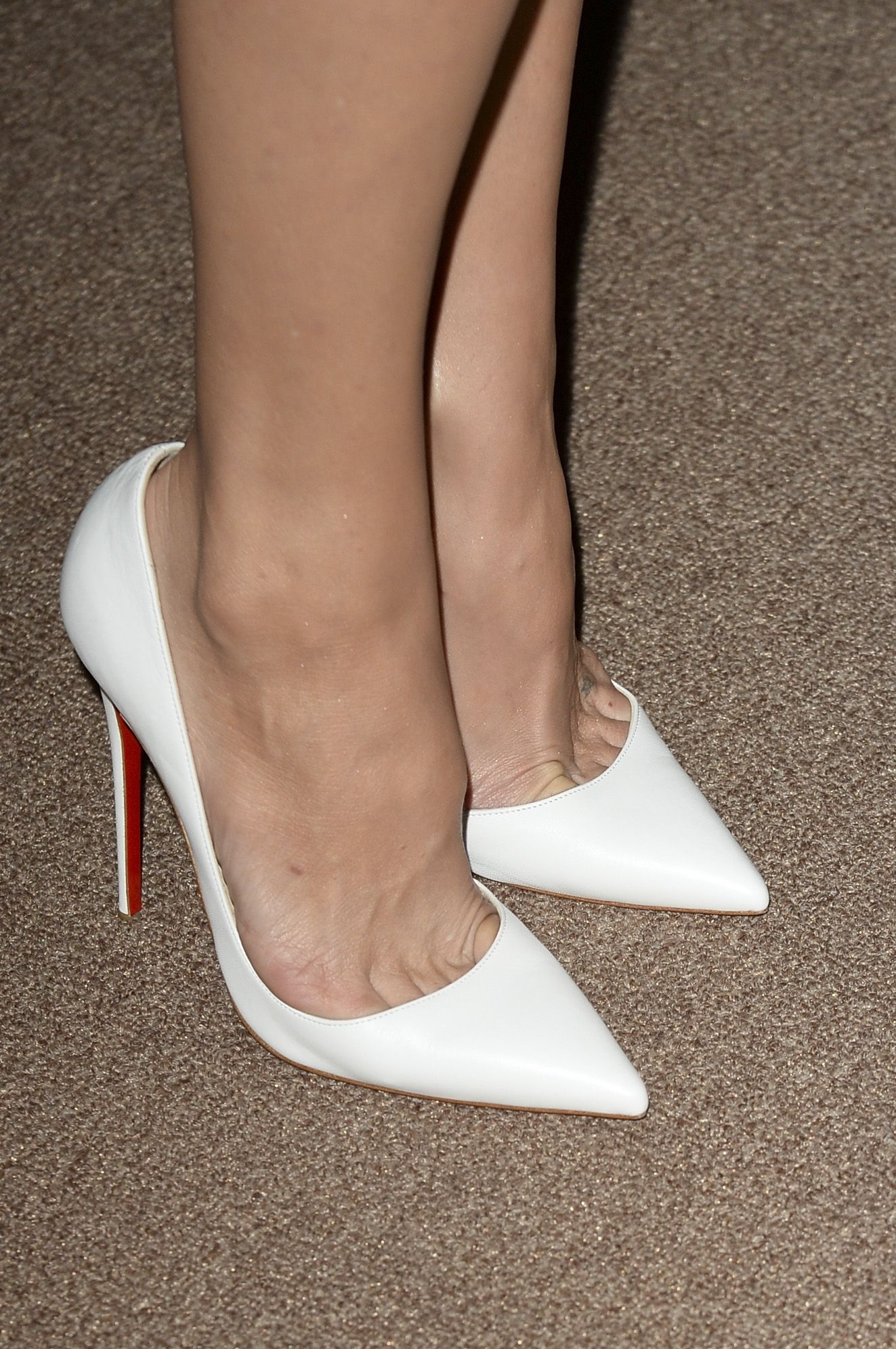 white patent louboutin 'so kate' pumps on the feet of kate ...