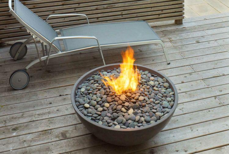 Mit Einem Outdoor Gaskamin Lasst Sich Der Sommer Beliebig Verlangern Feuerstellen Im Freien Gaskamin Kamin