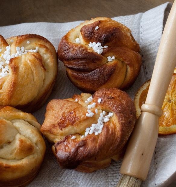 cinnamon rolls // saffron buns (With images) | Cinnamon ...