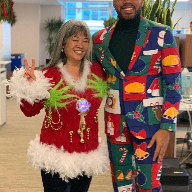 Hysterical doble cara Tacky feo suéter de Navidad Ligero, Diversión Festiva, Mujeres 1X, pluma foo foo ribete, Luz hasta árboles, Divertido #uglychristmassweatersdiy