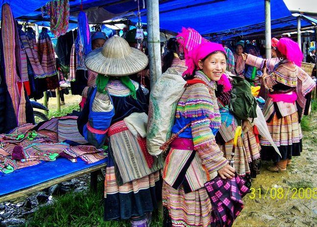 Sonrisas en el Mercado de Bac Ha #vietnam http://goo.gl/F0aLod