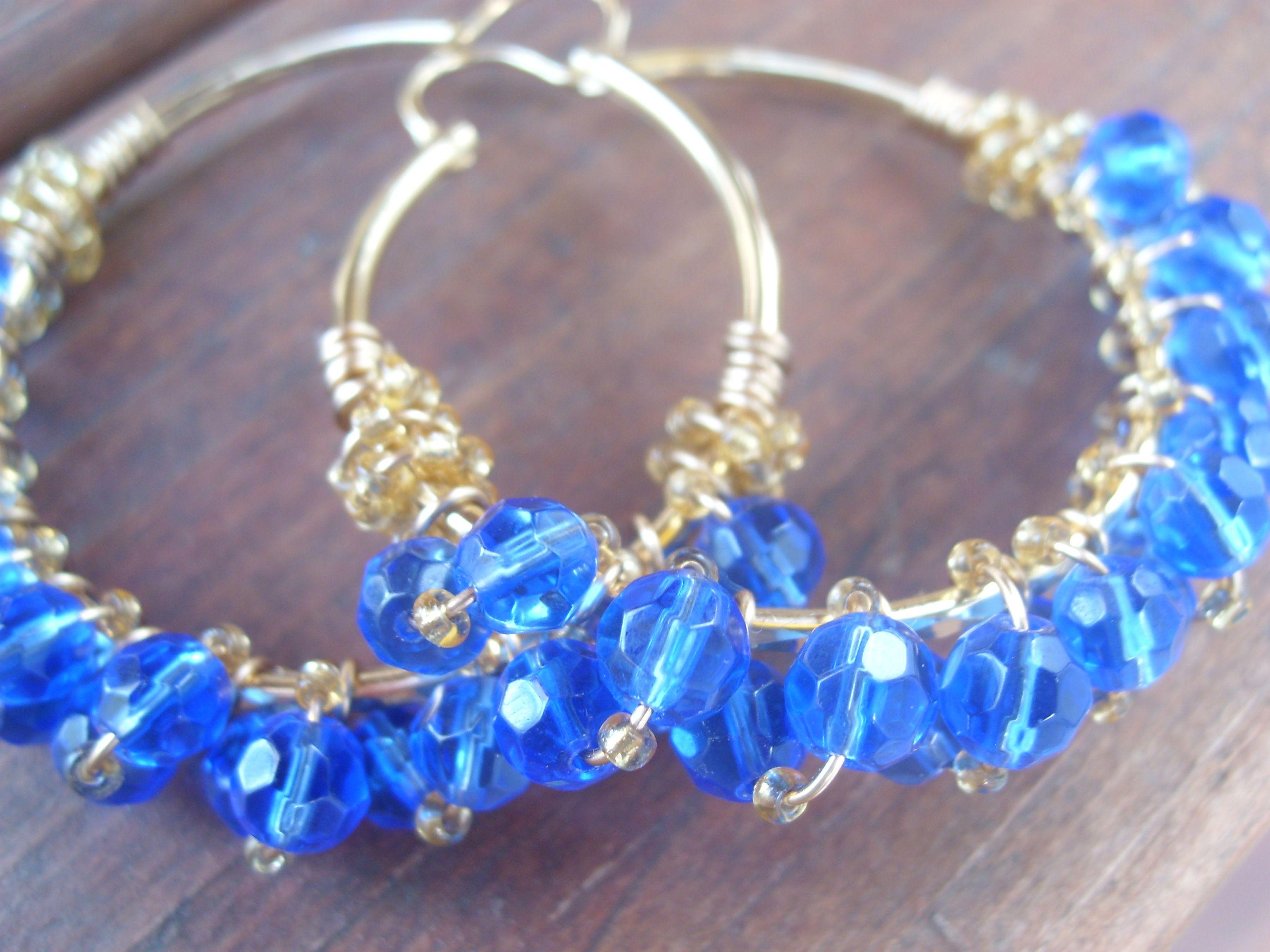 Arracadas de chapa de oro y cristal azul.    https://www.facebook.com/trendyaccesoriesmty?ref=hl