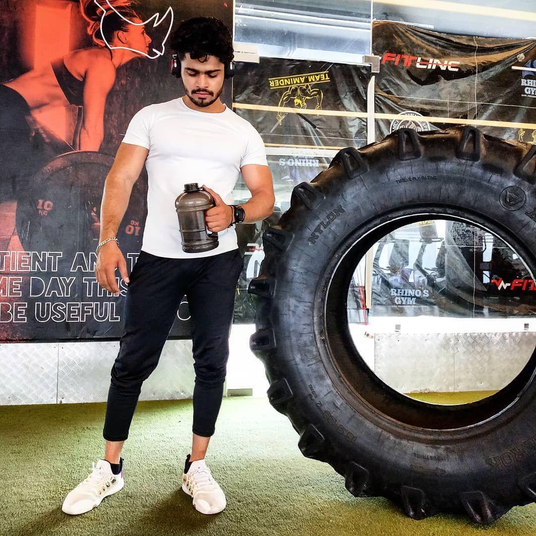 trust time it knows everything.  . . . . . . . .  #hypertrophy #photography_lovers #modeling #aesthetic #gymlifestyle #gymmotivation #workoutroutine #gymfam #therapy #aesthex #workoutkillers #model #madforgym #intsafit #gymmadness #workoutholic #eatclean #results #bodybuildingmotivation #fitnessmotivation #manfisique #leanmuscle #instafit #rhinosgympaschimvihar #rhinosgymindia