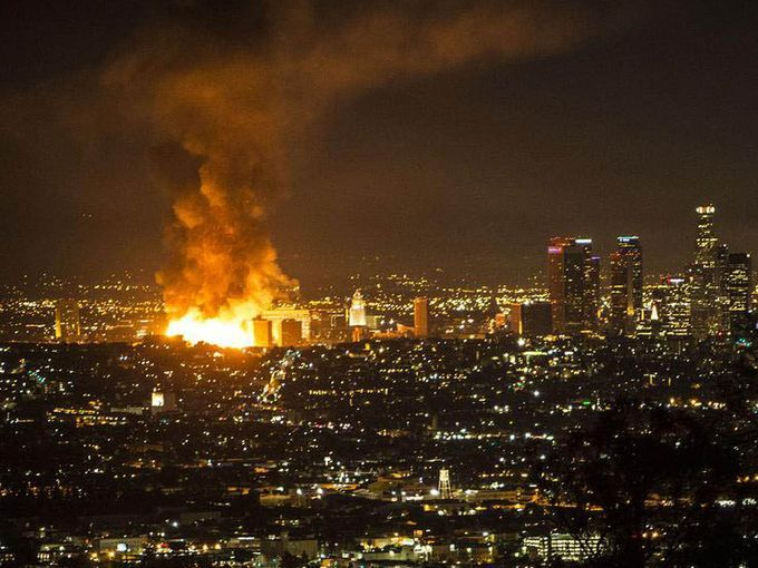 La Fire With Images Los Angeles Pictures Of The Week Downtown Los Angeles