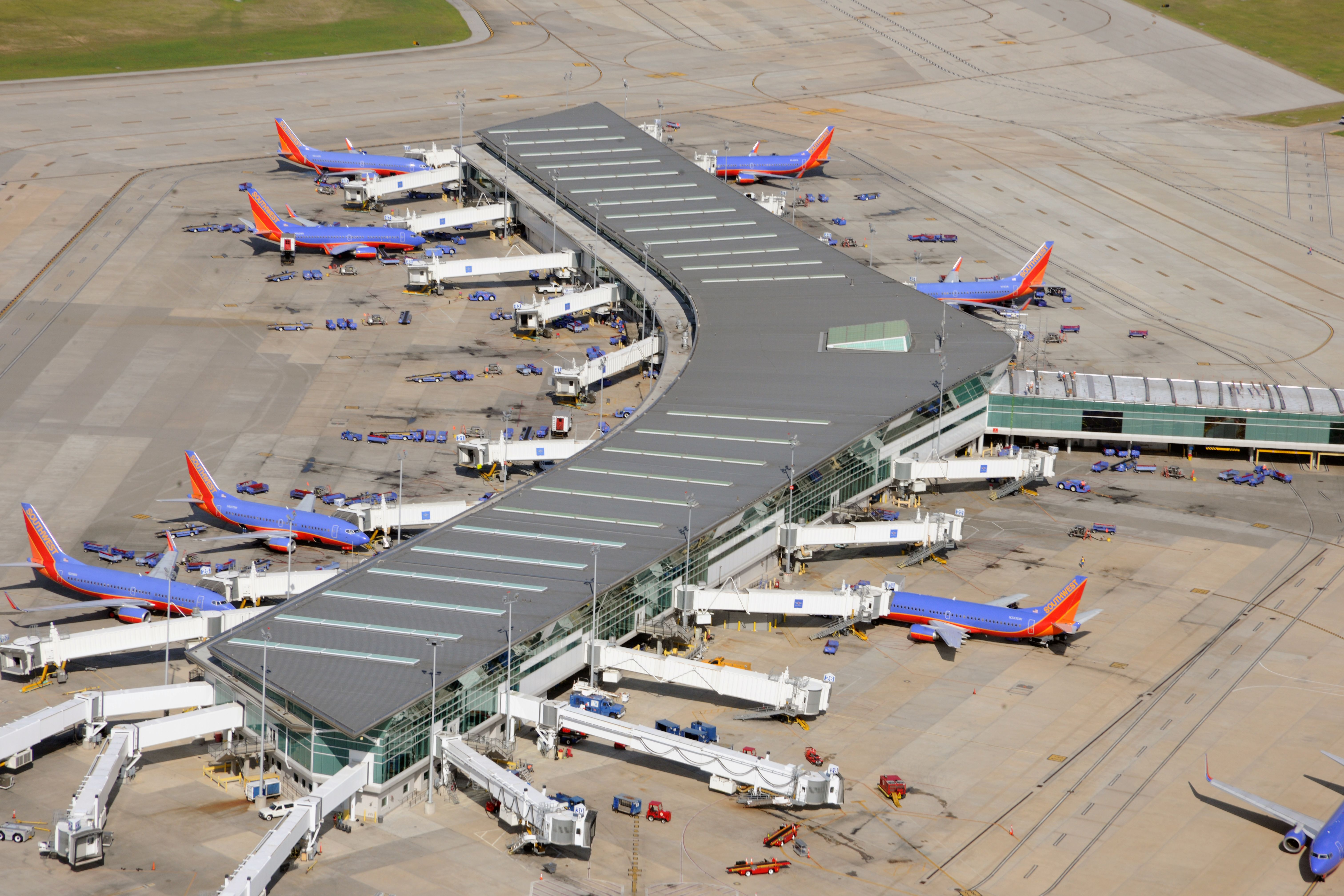 Houston William P. Hobby Airport Central Concourse - LEO A DALY (2005) - A major domestic hub for Southwest Airlines, the low cost carrier is expanding it's facilities with the intent of commencing international routes to and from the airfield beginning in 2015.