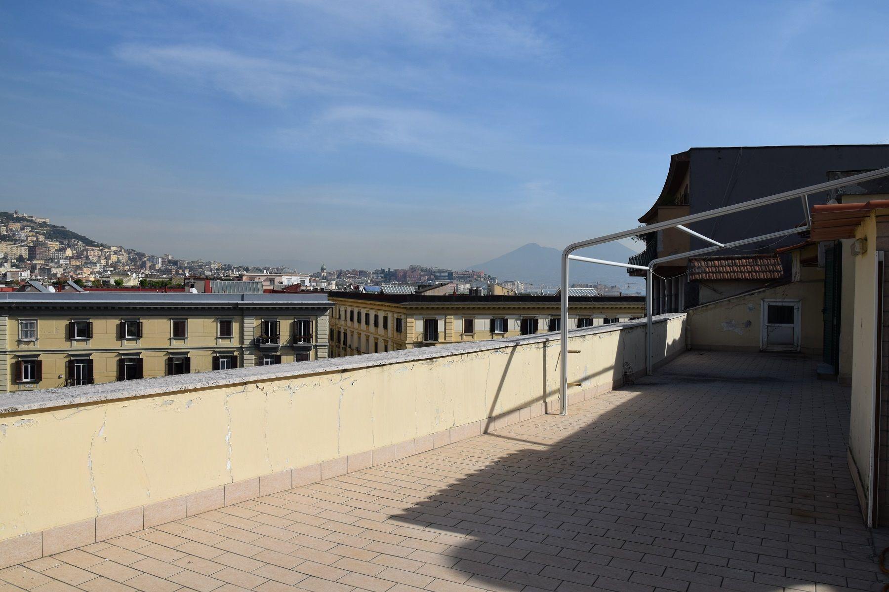 Mergellina Piazza Sannazaro splendido intero piano attico