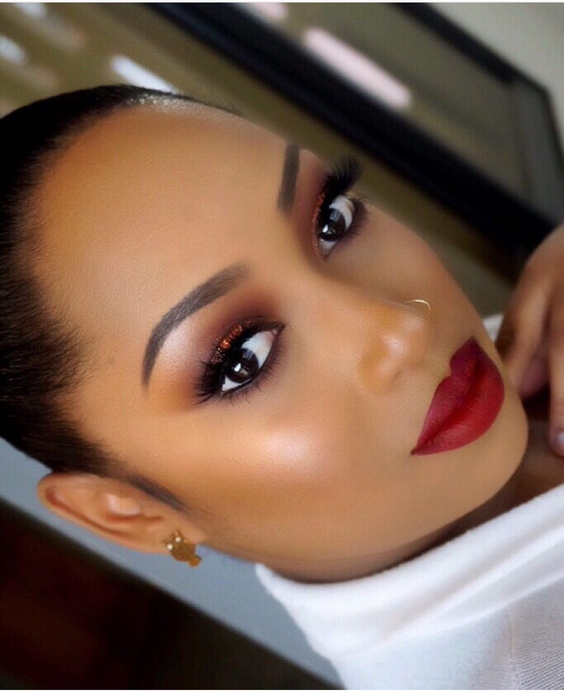 Beautiful make-up in brown tones for stylish babes