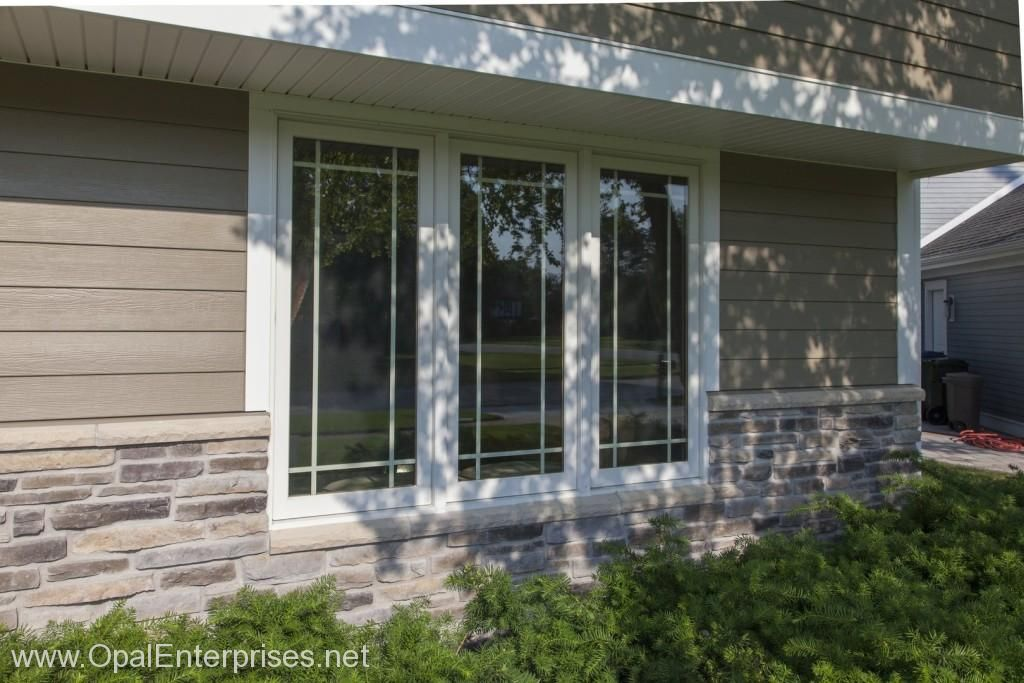 Andersen Windows With Prairie Style Grilles Paired With Stone Accents Hardie Siding Opalcurba House Exterior Exterior House Renovation Prairie Style Windows