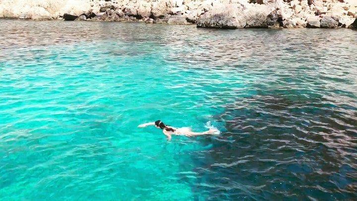 #travel #traveling #travelgram #travelpics #ilovetravel #travelling Maneras de vivir esto es paz y amor. #relax #rocas #mar #comopezenelagua #Love #amor #summer elenadfit unlimitedibiza #ibiza #atlantis #atlantisibiza #travel #playa #cala #eivissa #summerparami #swimmingpool #swim #swimming # #photo #look #video #girl #fit #fitness #motivation