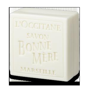 Feitos com base 100% vegetal, segundo a tradição de fazer sabonetes de Marseille. A sensação agradável destes sabo