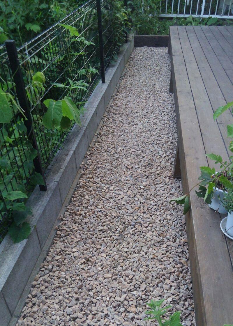 2種類の砂利敷作業と菜園スペースの設置 庭 砂利 庭 外構 コンクリート