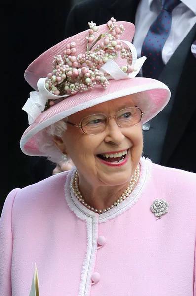 Love That Hat Royal Queen Queen Hat Queen Elizabeth