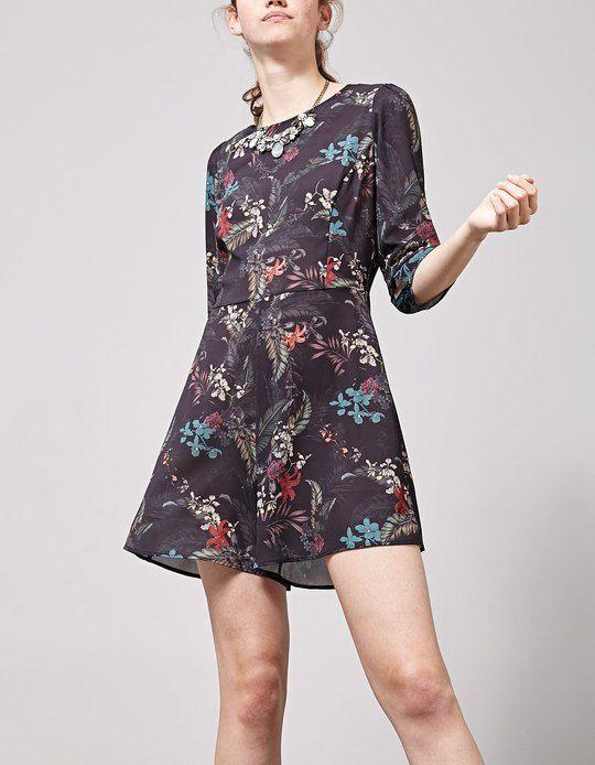 http://www.stradivarius.com/it/saldi/abbigliamento/jumpsuites/tuta-corta-stampata-c1390548p300004015.html?categoryNav=1390548