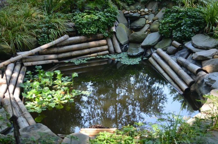 Ein Teich im Garten, umrahmt von Bambus und Gräsern | garden ...