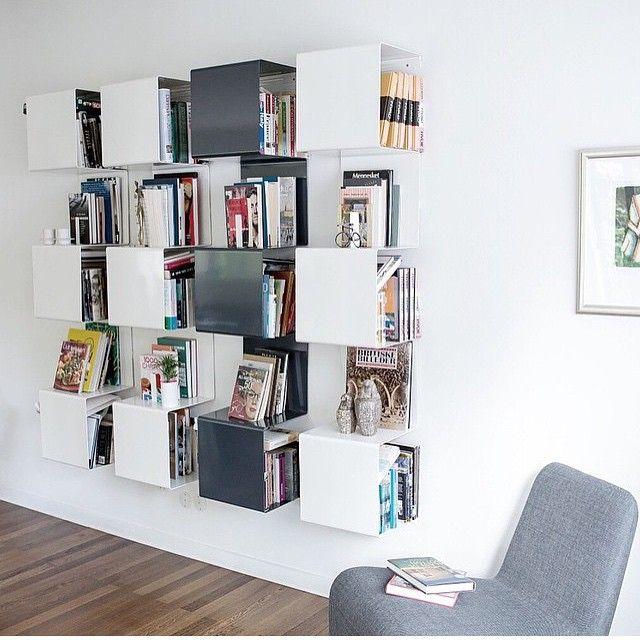 Digger disse showcases fra Anne Linde! De er geniale å ha på soveromnet, stuen, kontoret (permene passer inn i hyllene), badet, kjøkkenet eller på soverommet du kan få de i akkurat den RAL farge du måtte ønske. #annelinde #showcase #nettbutikk #lunehjem #lunehjem10år #butikkitønsberg